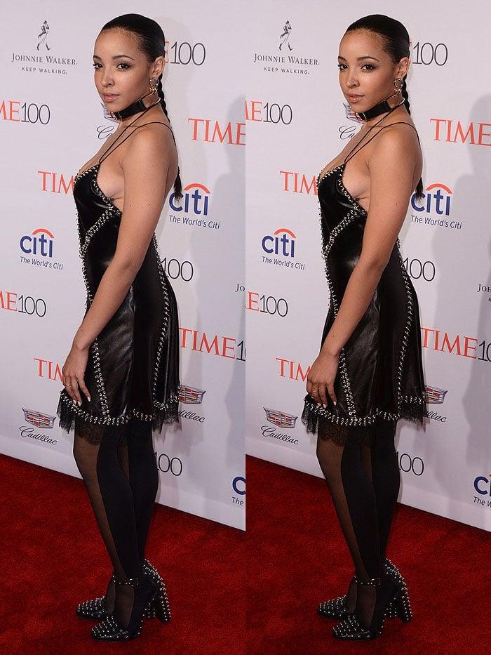 Tinashe suffering a wardrobe malfunction
