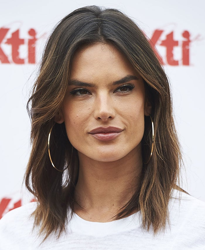 Alessandra Ambrosio wore her hair in loose waves