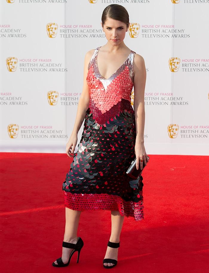 Anna-Kendrick-Altuzarra-Sleeveless-Colorblock-Paillette-Dress