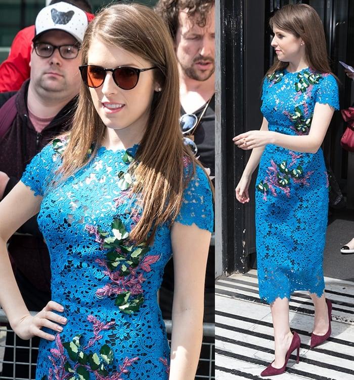 Anna-Kendrick-Monique-Lhuillier-blue-guipure-lace-dress