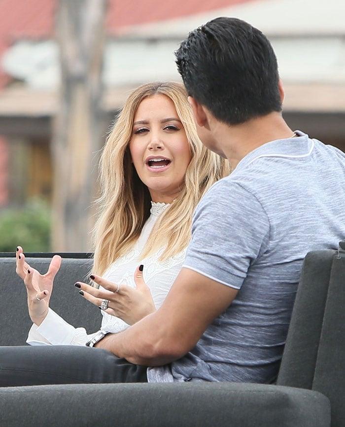 Ashley-Tisdale-interview-Mario-Lopez-Extra