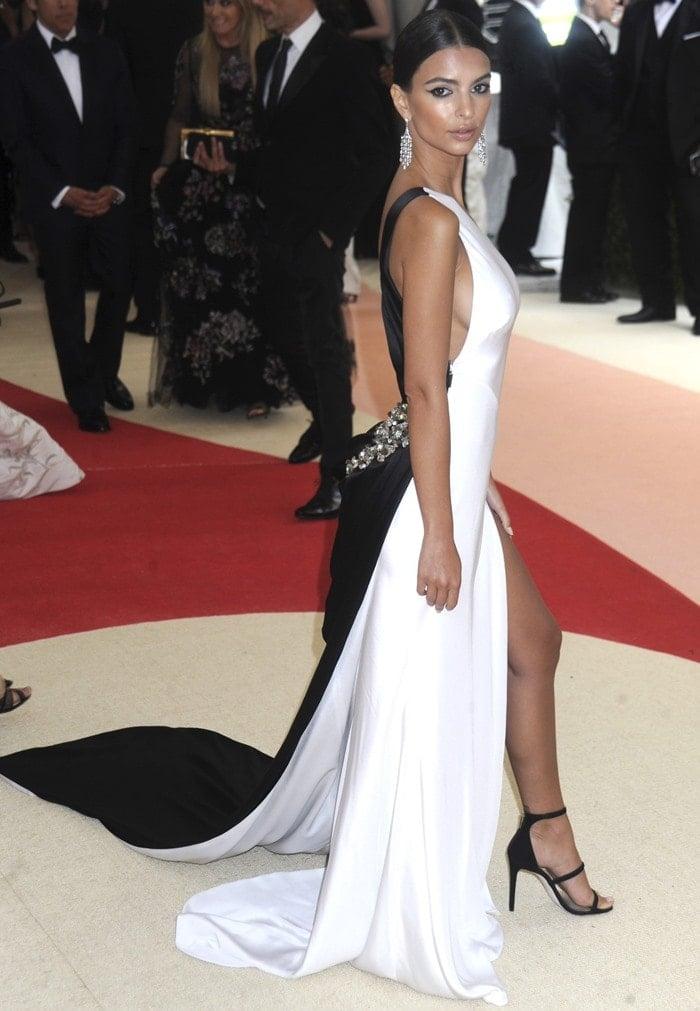 Emily Ratajkowski wearingankle-strap Tamara Mellon Horizon sandals