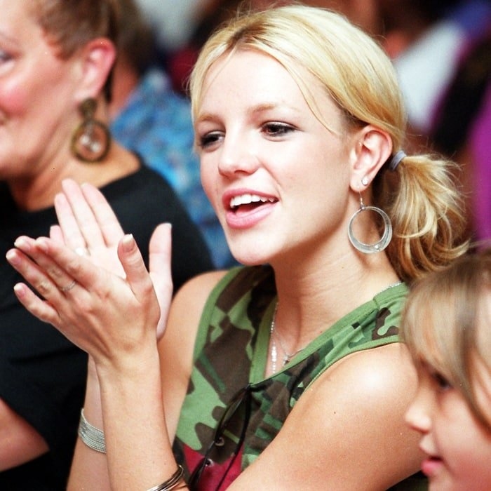 Britney Spears visits her charitable summer camp for kids in 2010