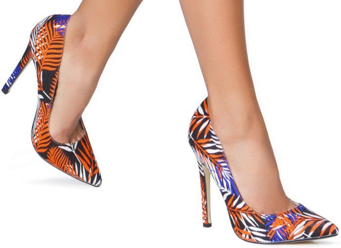 Colorful Patterned Pointy-Toe Pumps in Black Multicolor