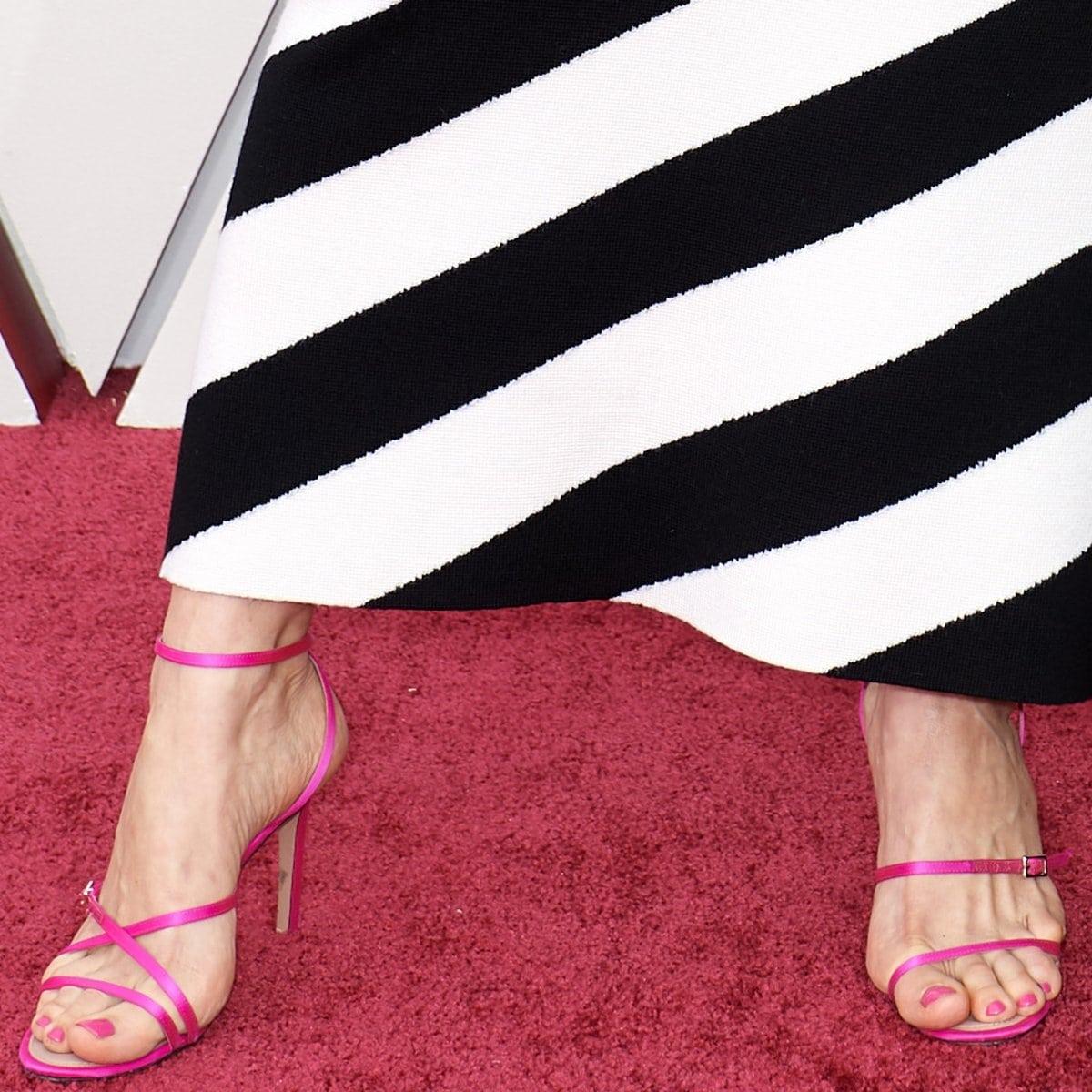 Elvira Lind shows off her feet in pink high heels