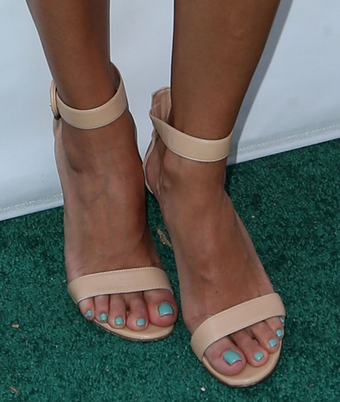 Eva Longoria wearing Gianvito Rossi 'Portofino' nude sandals
