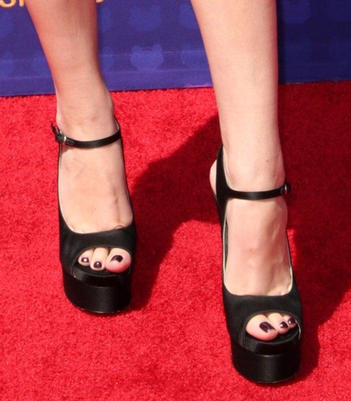 Hailee-Steinfeld-Brian-Atwood-Anais-Platform-Sandals-1