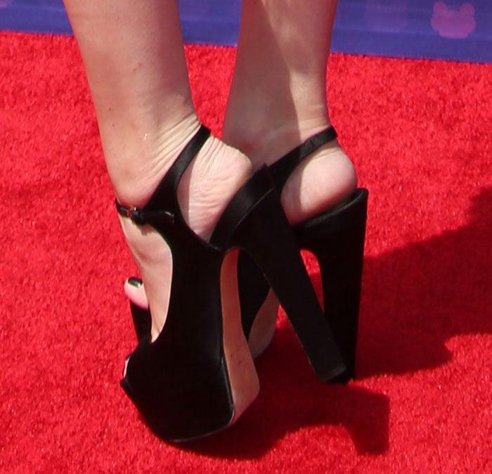 Hailee-Steinfeld-Brian-Atwood-Anais-Platform-Sandals