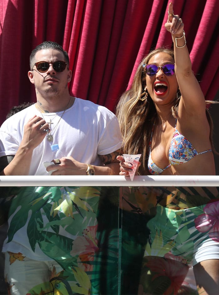 Jennifer Lopez brings boyfriend Casper Smart along for her Memorial Day pool party