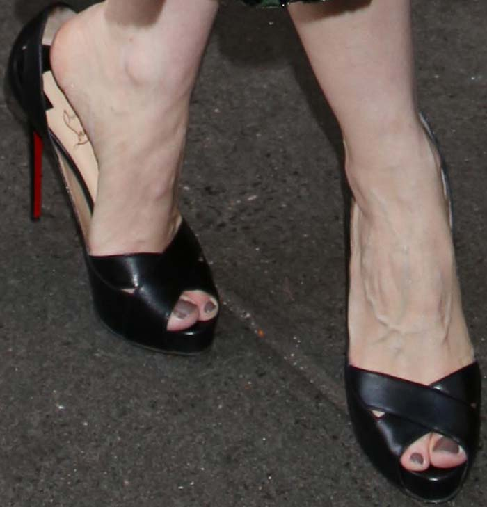 f326566493ab Jessica Chastain Long Days Journey Christian Louboutin 2