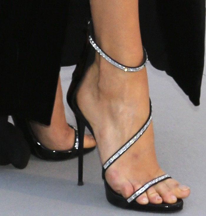 Karlie Kloss Flaunts Legs In Giuseppe Zanotti Sandals