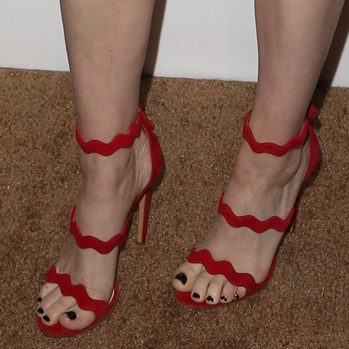 Kate Mara's perfectly pedicured toes