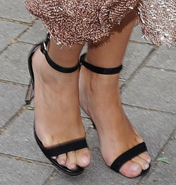 Kim Kardashian in Manolo Blahnik 'Chaos' Shoes
