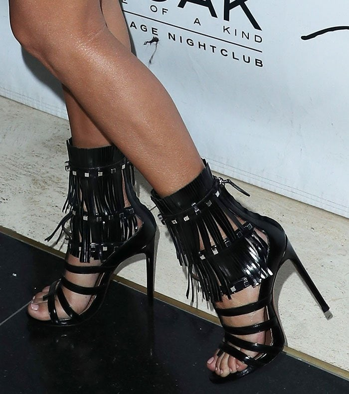 Kourtney Kardashian S Feet In Silver Tone Studded Fringe