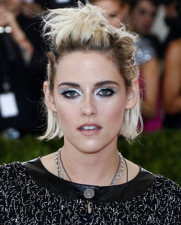 Kristen-Stewart-metallic-eyeshadow-Met-Gala-2016
