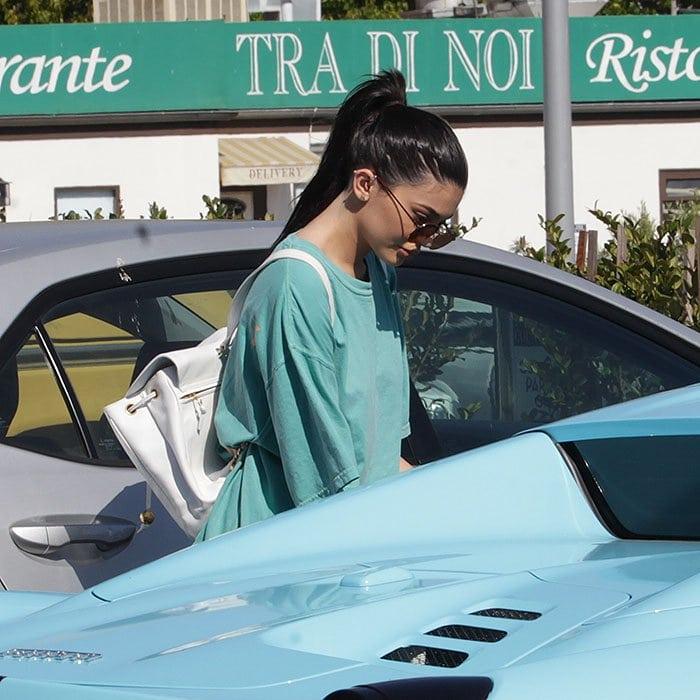 Kylie Jenner t-shirt blue ferrari 1