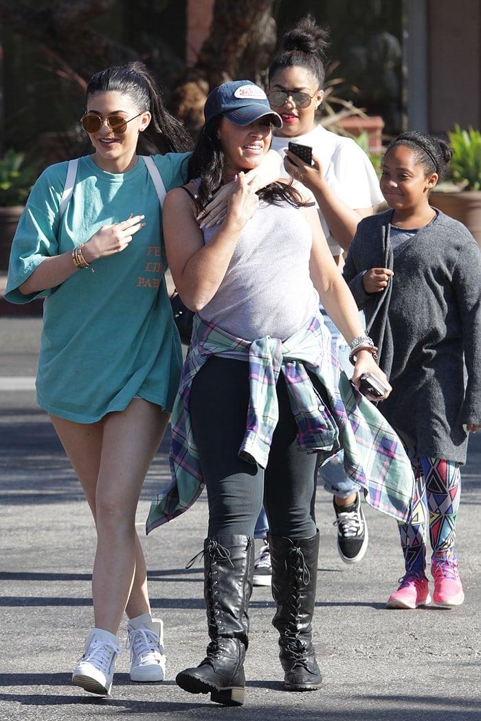 Kylie Jenner t-shirt blue ferrari 3