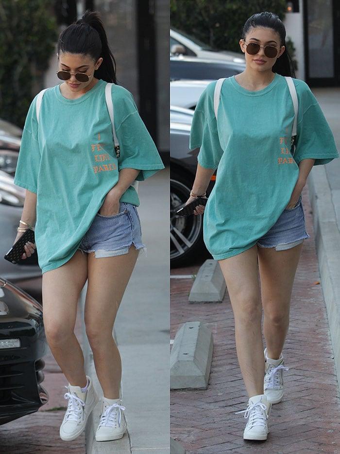 Kylie Jenner t-shirt blue ferrari 4