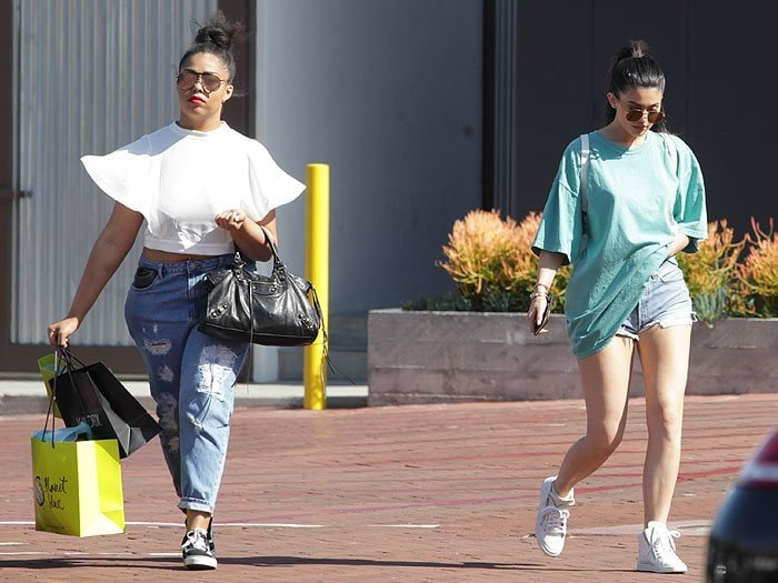 Kylie Jenner t-shirt blue ferrari 6