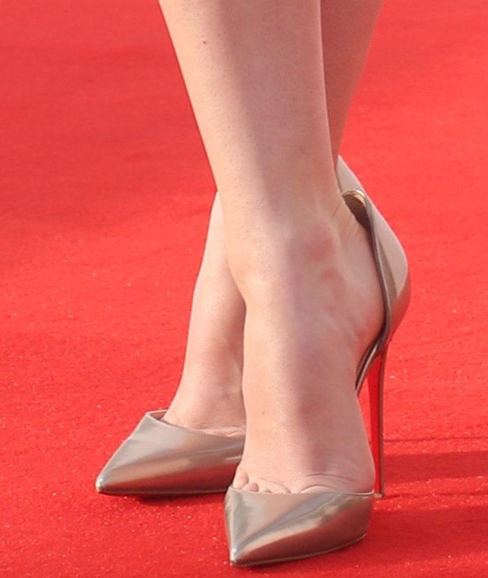 Maisie-Williams-Christian-Louboutin-pumps