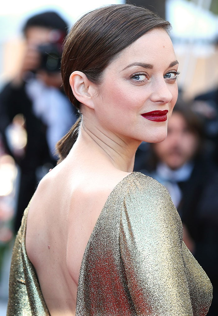 Marion-Cotillard-berry-red-lipstick-sleek-ponytail