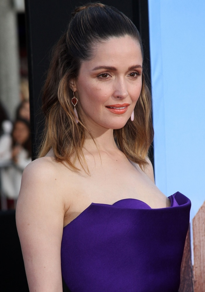 Rose Byrne went with orange tones for her makeup and earrings from Irene Neuwirth