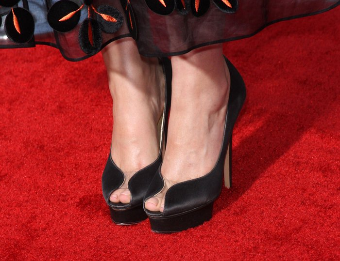 Rose Byrne showed off her sexy toes in black peep-toe pumps from Charlotte Olympia