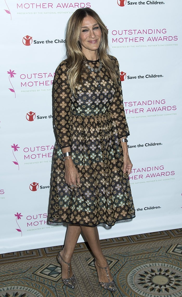 dcefc94db18 Sarah Jessica Parker parades her sexy legs at the 2016 Outstanding Mother  Awards