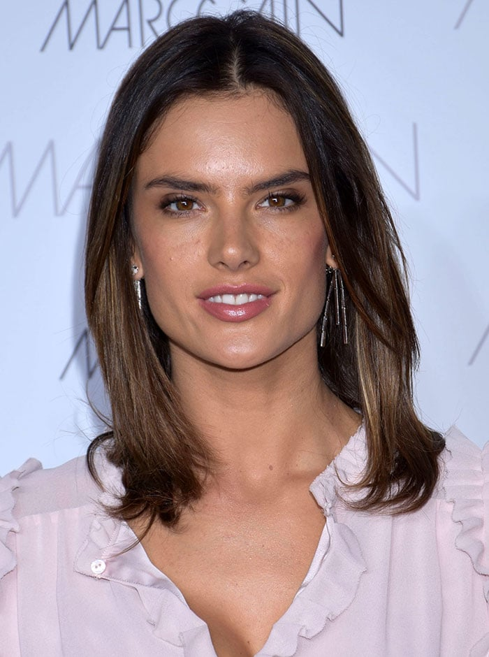 Alessandra Ambrosio's hair was simply worn down