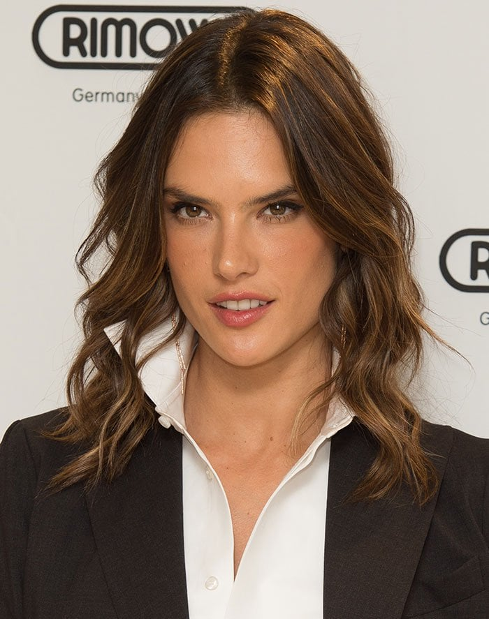 Alessandra Ambrosio wore her brown tresses in waves and highlighted her features with natural makeup look to complete the look