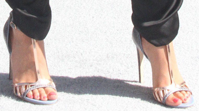 Alicia Keys showing off her feet in silver metallic sandals
