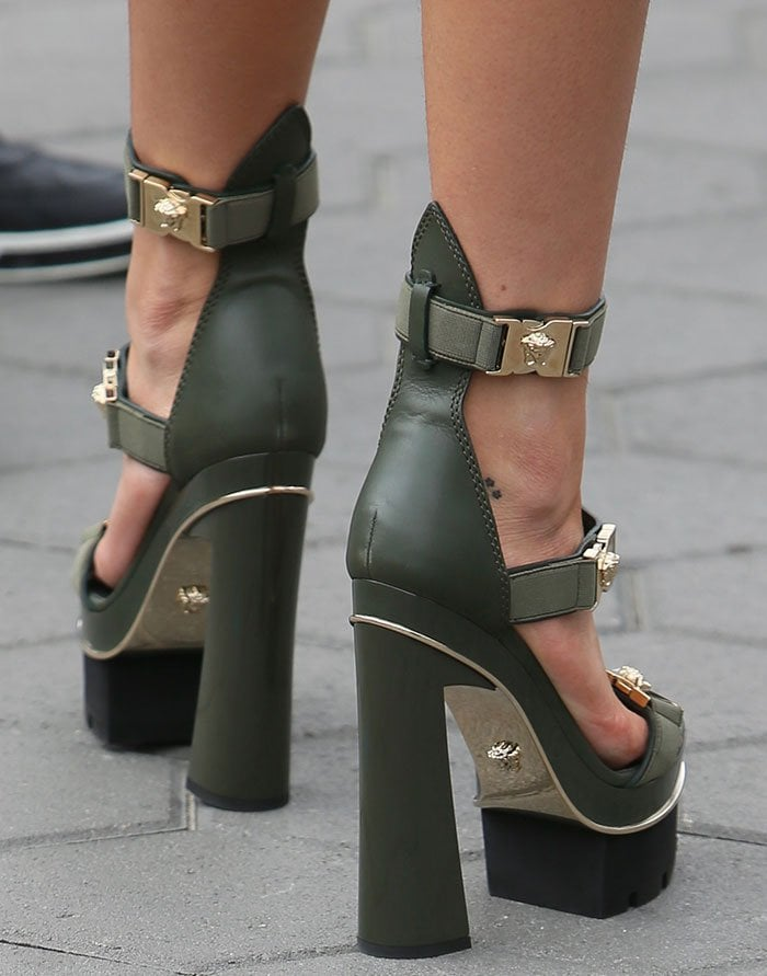 Bella sashayed down the pavement in a pair of skyscraper heels by Versace
