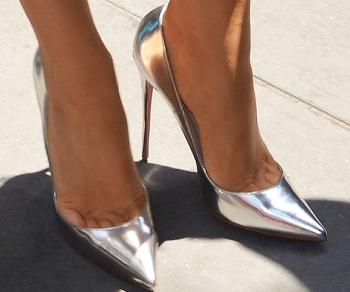 Blake wears So Kate pumps in silver