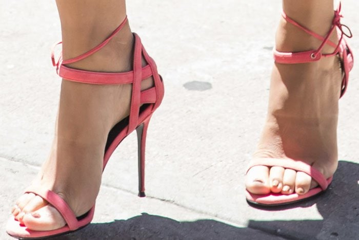 Camila starts off her promotions with the Giuseppe Zanotti 'Azalea' sandals in a coral shade