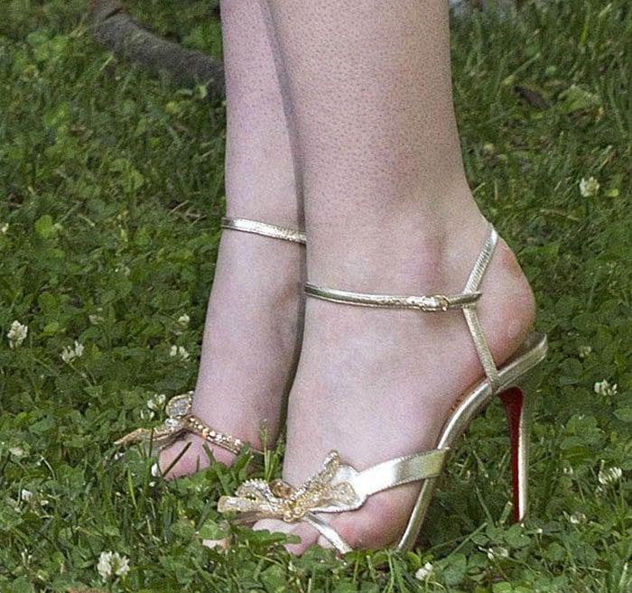 Elle-Fanning-Christian-Louboutin-Bat-Bat-sandals
