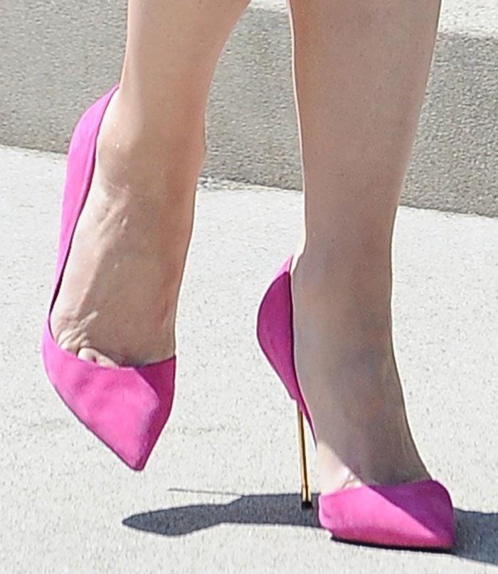 Gwen-Stefani-Kurt-Geiger-Bond-Pumps-Pink