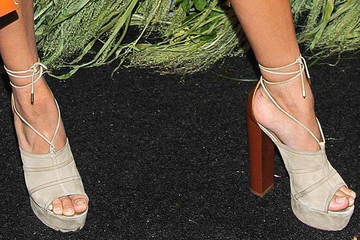 Hailey Baldwin Aquazzura Very Eugenie sandals 2