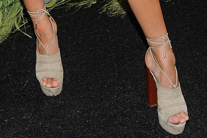 Hailey Baldwin Aquazzura Very Eugenie sandals 3