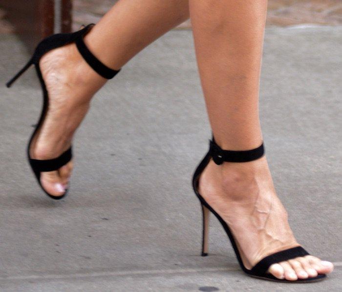 Heidi Klum NYC jun 17 shoes