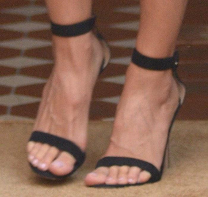 Heidi Klum NYC jun 17 shoes2