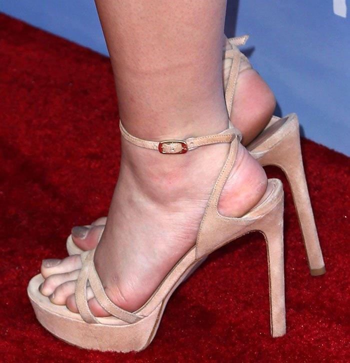 Joey King shows off her pretty feet in Stuart Weitzman sandals