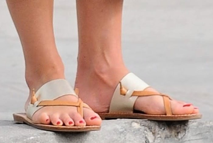 20109014969a Jordana Brewster Summer Chic in Soludos  Slotted  Sandals