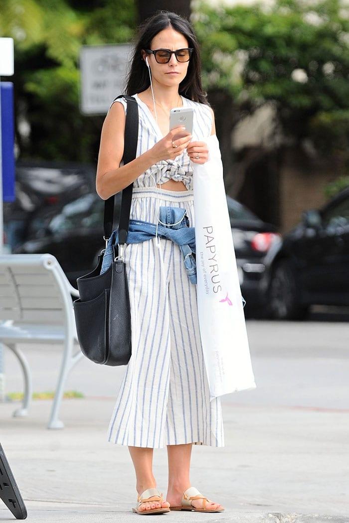 Jordana-Brewster-shopping-Santa-Monica