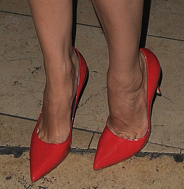 Kelly-Brook-Gina-Mischa-red-pumps