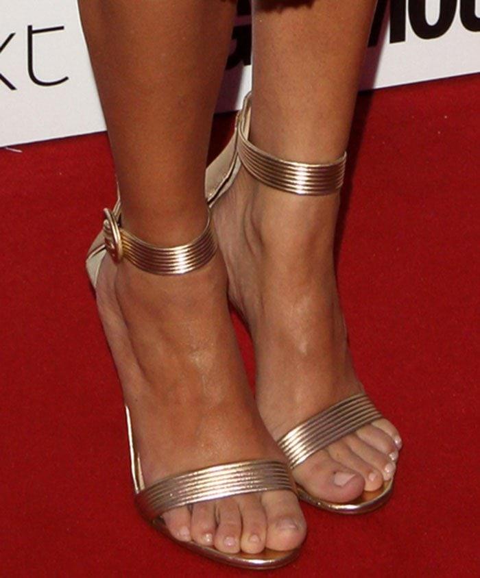 Kourtney-Kardashian-Gianvito-Rossi-Baiadera-Gold-Sandals