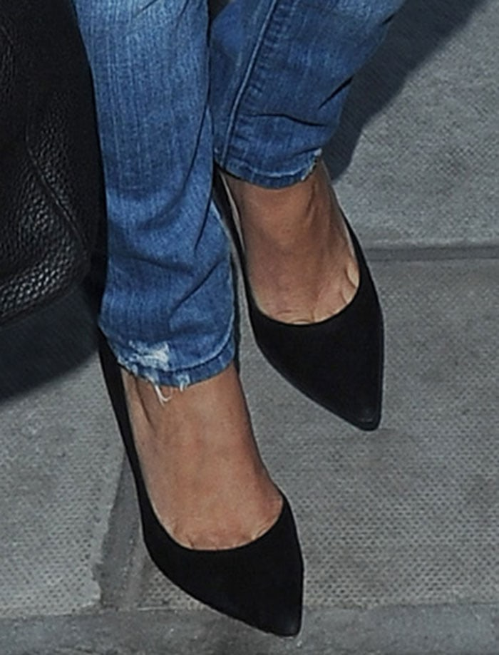 Kourtney-Kardashian-Gianvito-Rossi-pumps-1