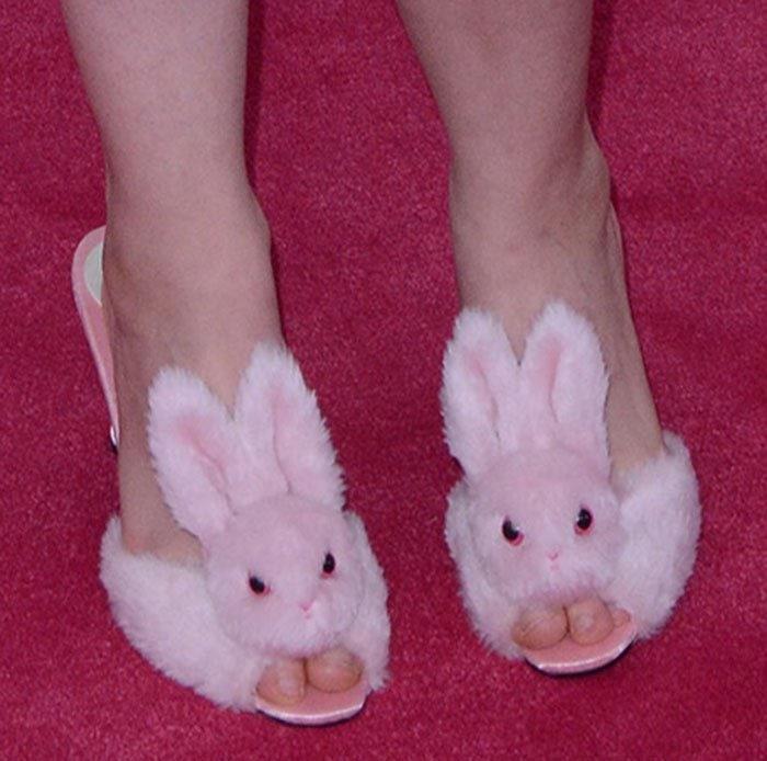 Lena-Dunham-Streetzie-Bunny-Slippers