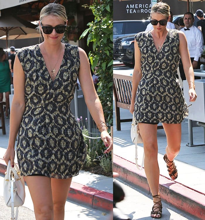 Maria Sharapova looked fresh and chic in a patterned sundress