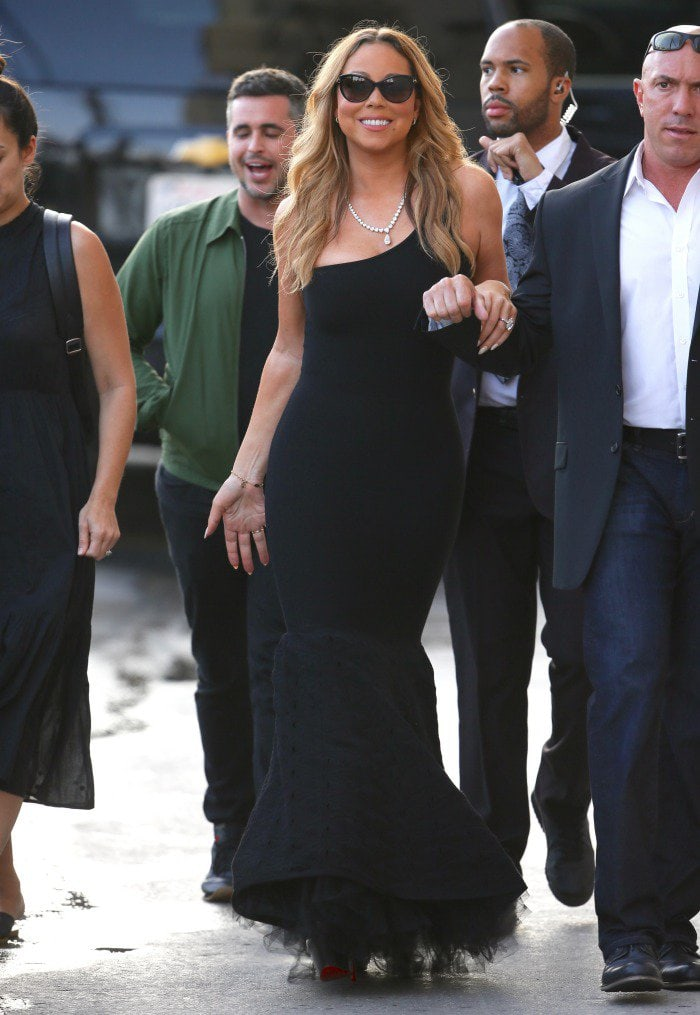 Mariah Carey showed off her curves in an all-black number