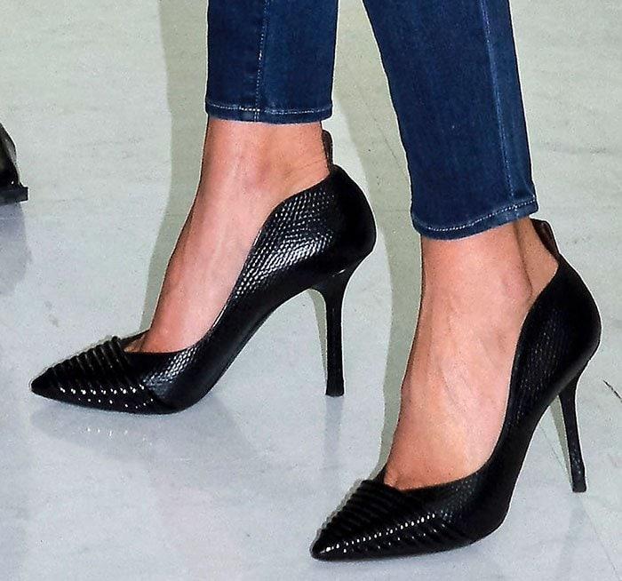 Miranda-Kerr-Louis-Vuitton-black-pumps